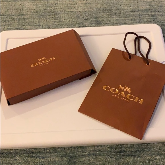 Box and shopping bag COACH